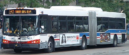800px-CTA-articulated-bus.jpg